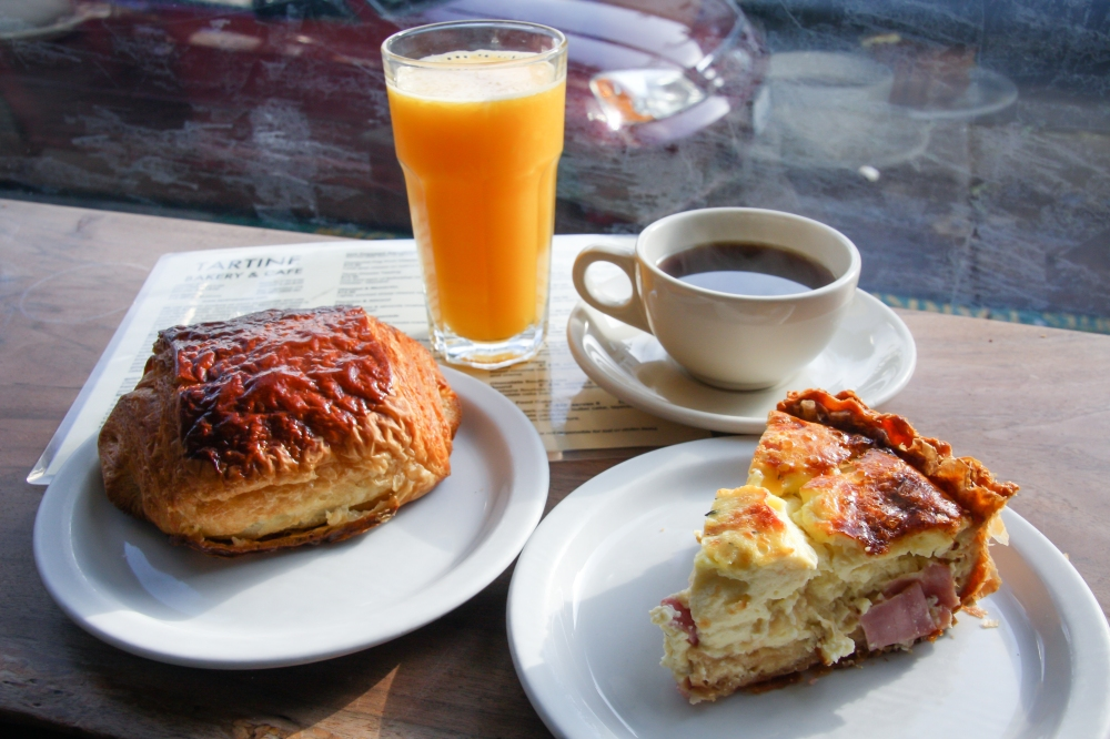 Tartine quiche and crossaint